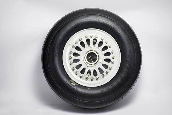 Aircraft tire and wheel